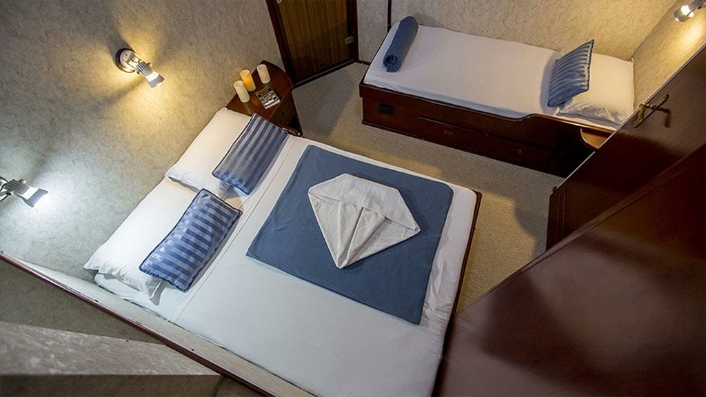 Mary Anne Galapagos yacht - twin guest cabin with double and single beds