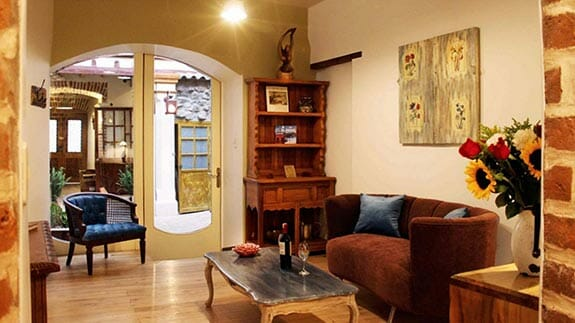 lounge area - old town quito suites