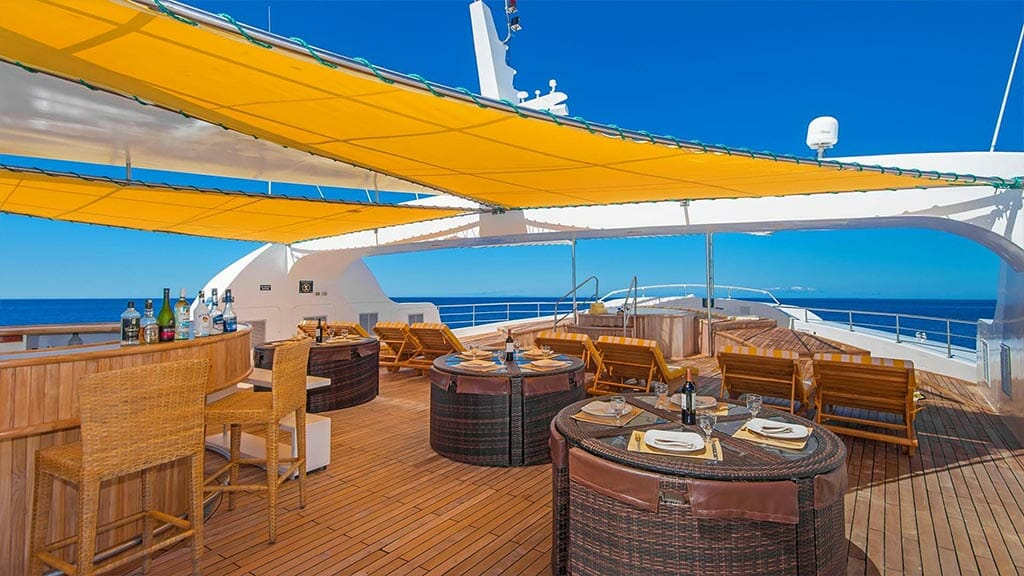 Petrel galapagos yacht - al fresco dining with ocean view