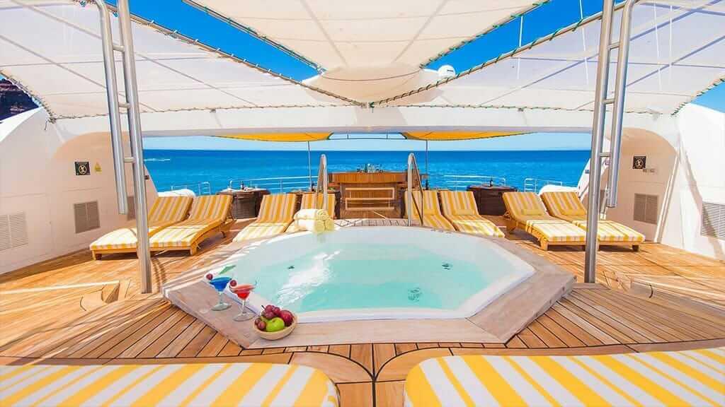 Petrel yacht Galapagos cruise - outdoor jacuzzi and sun deck