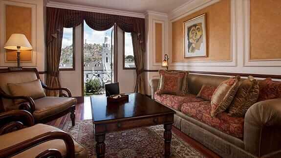 hotel plaza grande quito - guest lounge