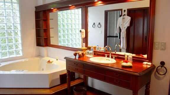 Royal Palm Hotel, Santa Cruz Highlands, Galapagos – bathroom