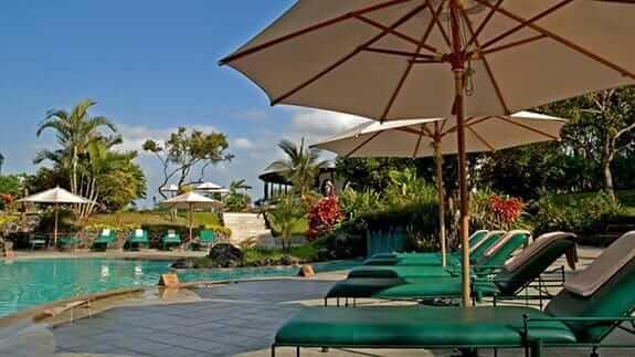 Royal Palm Hotel, Santa Cruz Highlands, Galapagos – swimming pool & sun loungers