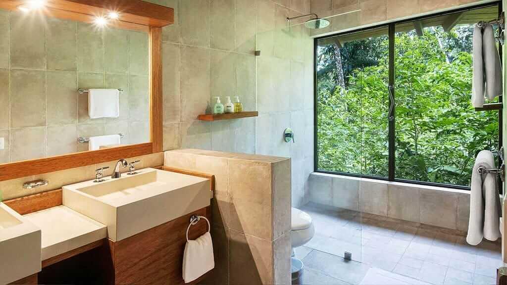Sacha Lodge yasuni ecuador - guest bathroom with rainforest view