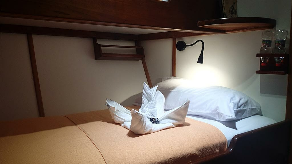 twin bunk bed cabin aboard the Samba yacht