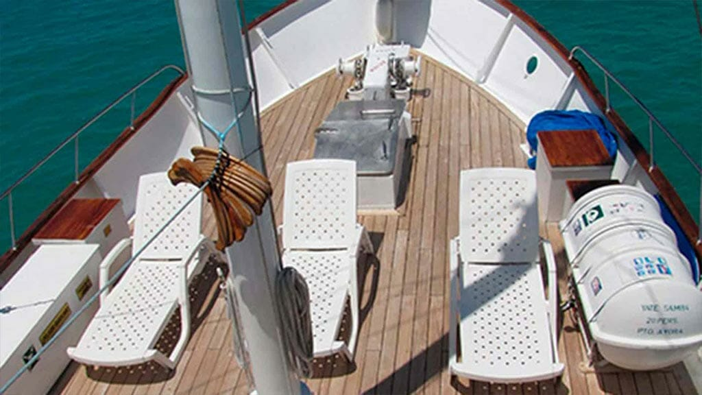 Samba yacht galapagos cruise - sun loungers on the wooden deck