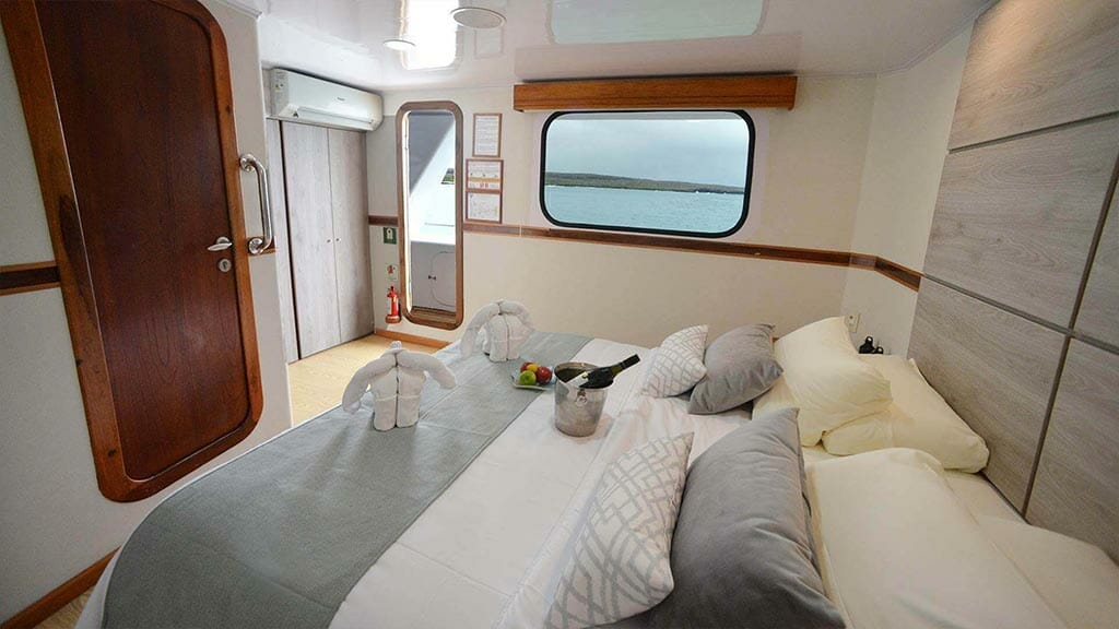 queen bed double guest cabin aboard the Seaman Journey catamaran
