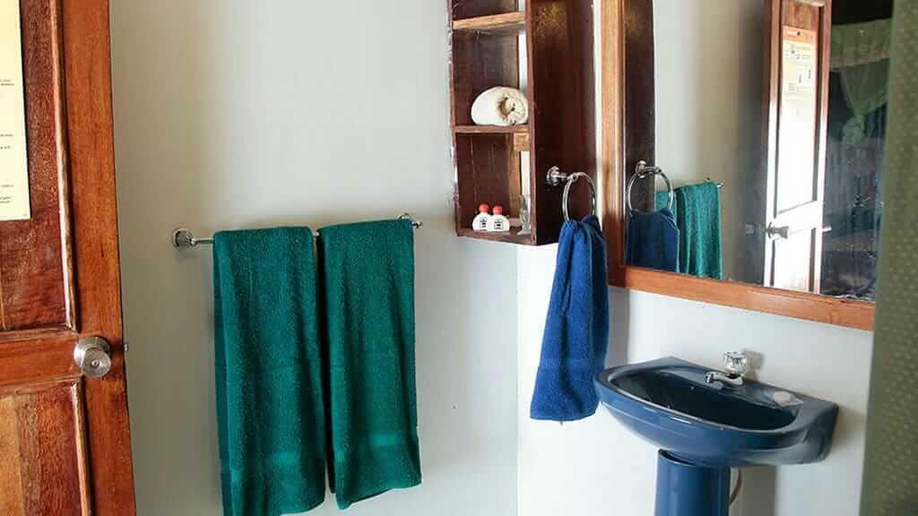 Tapir Lodge guest bathroom
