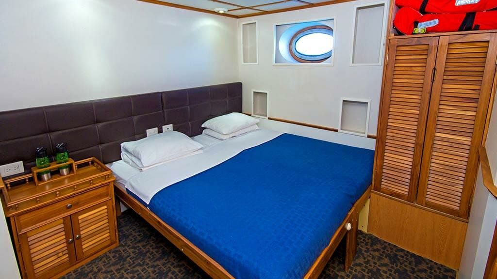 Tip Top 4 galapagos yacht - double bed guest cabin
