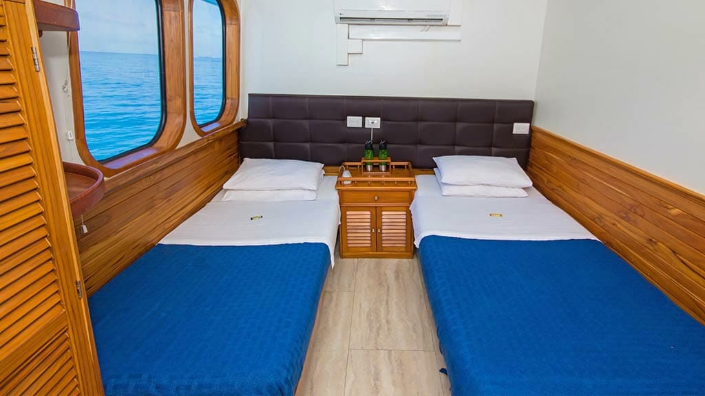 Tip Top 4 galapagos yacht - twin bed guest cabin
