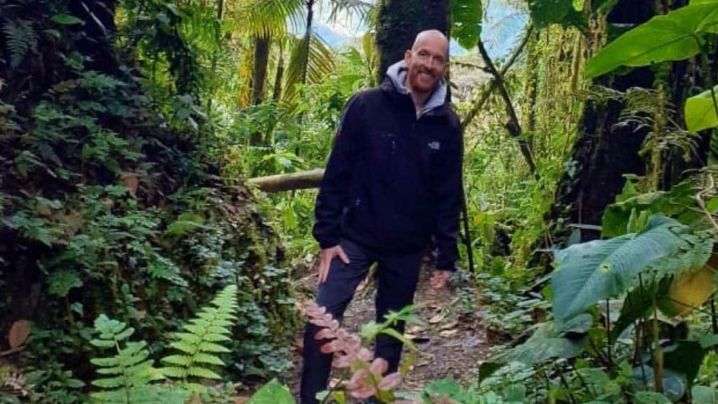 tourists-in-the-cloudforest