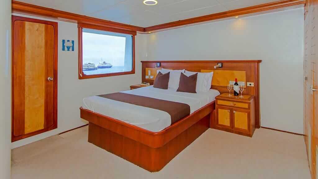 treasure of galapagos catamaran - double bed guest cabin