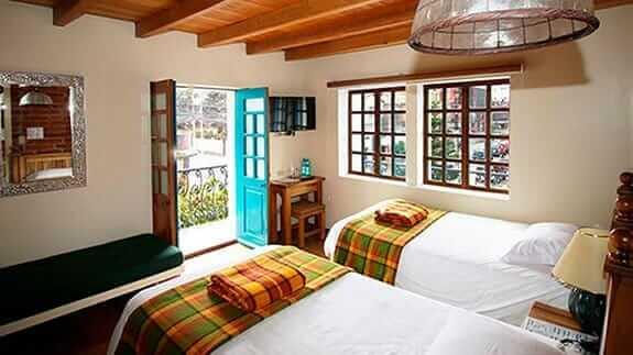 twin room with balcony at hotel vieja cuba quito