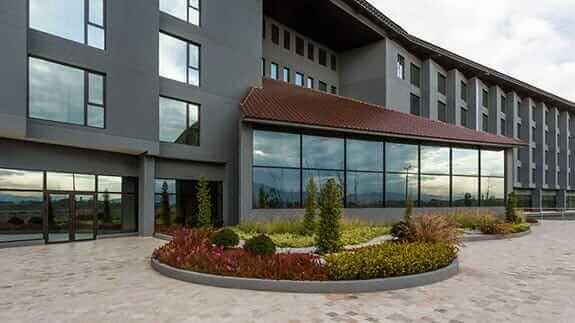small outside garden - Wyndham hotel quito airport ecuador