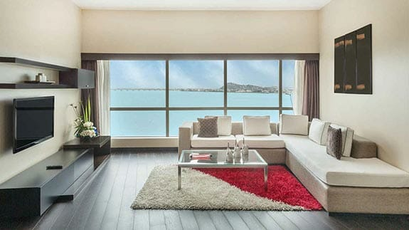wyndham hotel guayaquil - lounge with river view