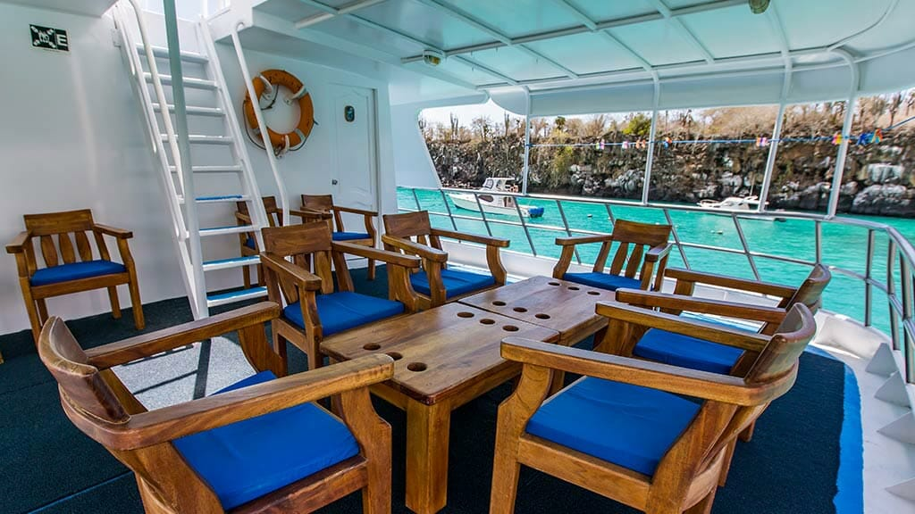 Yolita II yacht galapagos - al fresco seating with coffee table