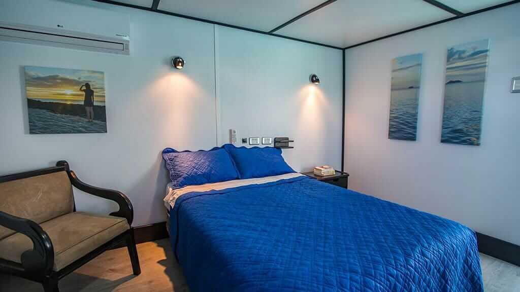 double bed cabin on the Yolita II galapagos yacht