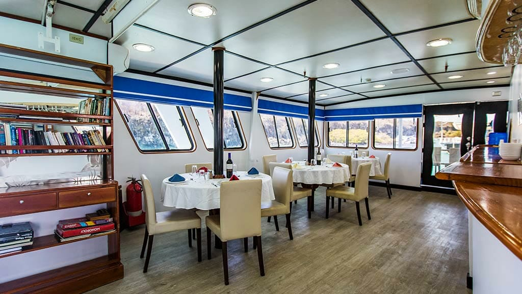 Yolita II galapagos cruise - indoor dining and library