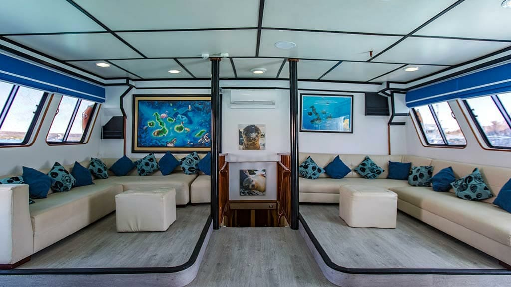 Yolita II galapagos cruise - indoor social lounge