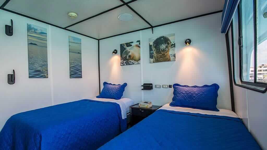twin bed cabin on the Yolita II galapagos yacht