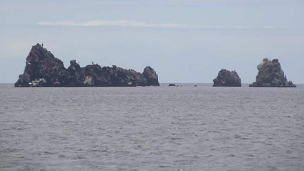 devils crown snorkelling site at galapagos