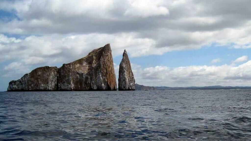 kicker rock dive site san cristobal galapagos islands
