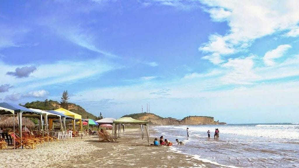 olon-beach-in-ecuador