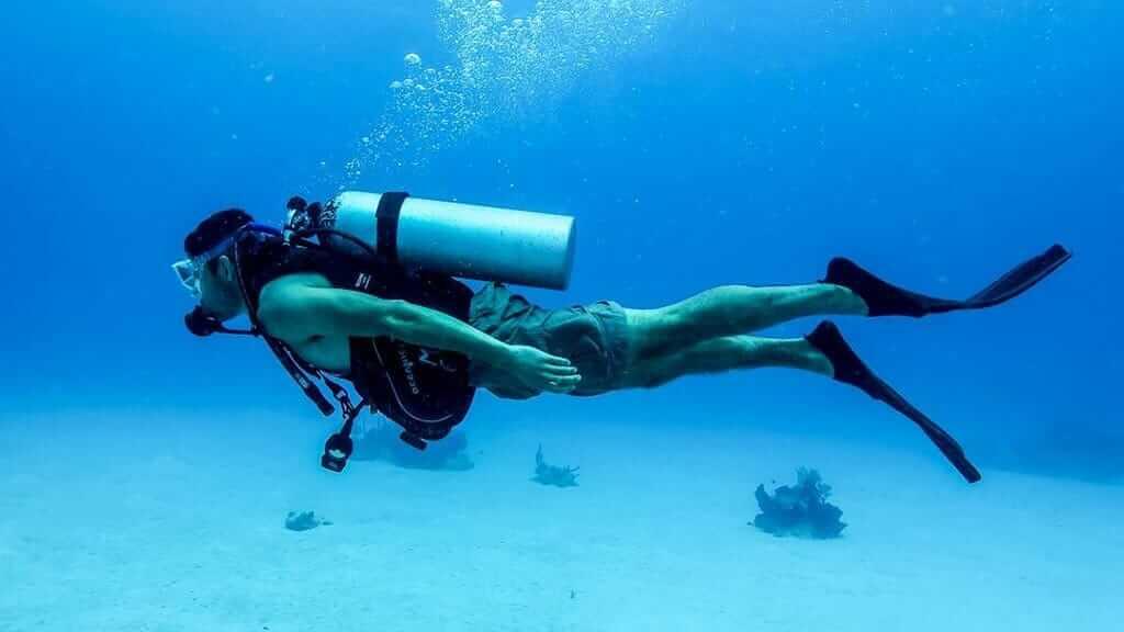 scuba-diving-galapagos