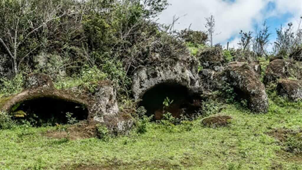 floreana-islands-cave