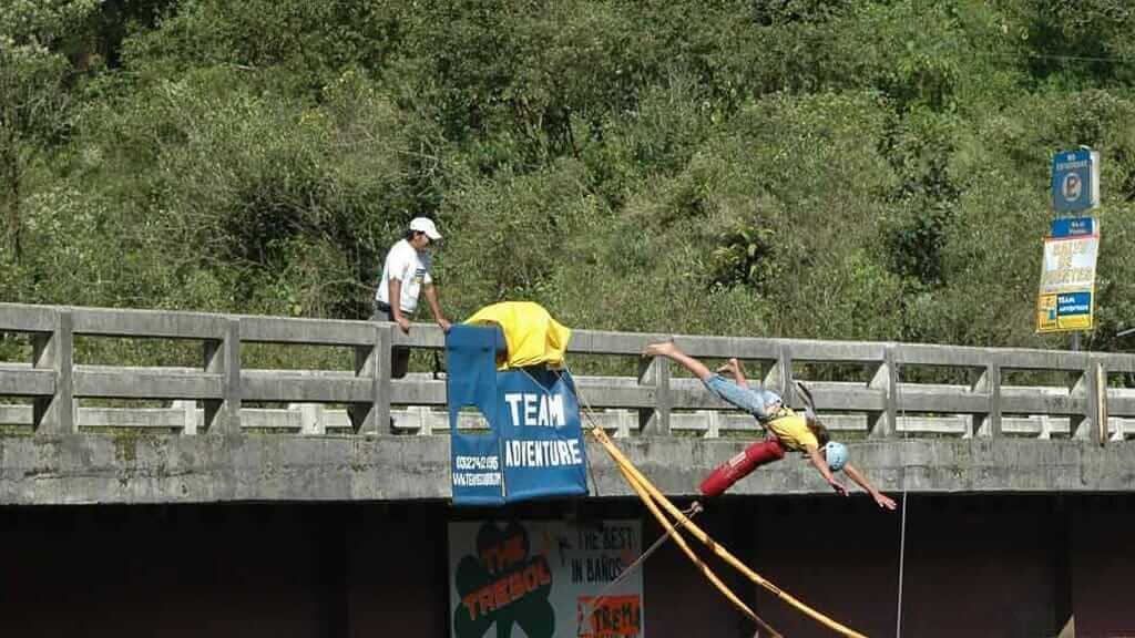 puenting bridge jumping banos ecuador