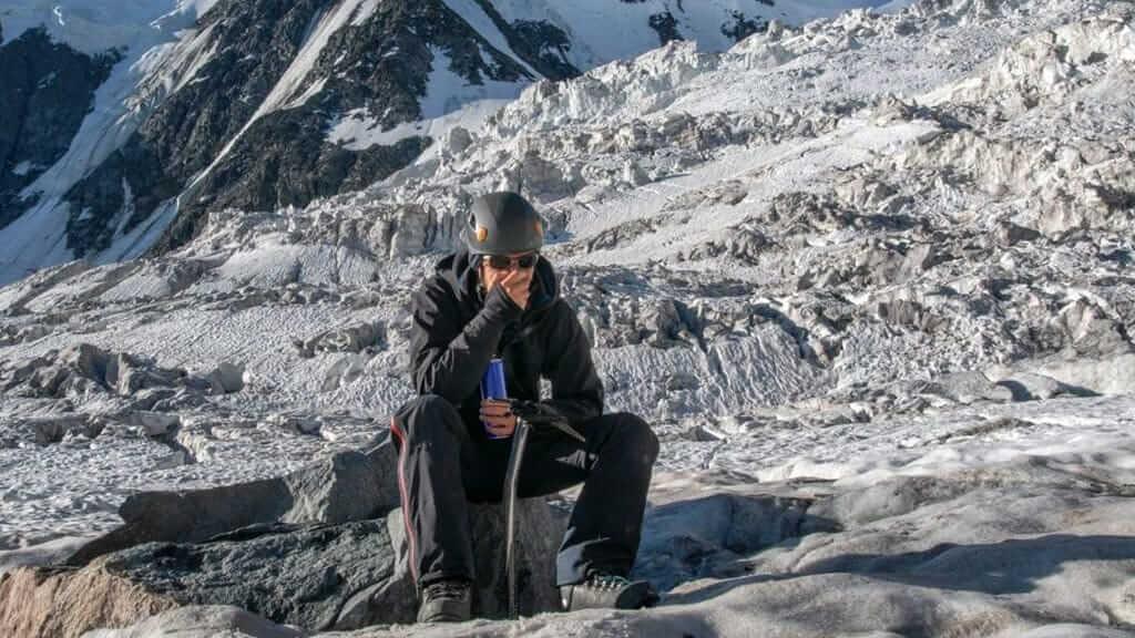 ecuador tourists suffering from altitude sickness on cotopaxi glacier