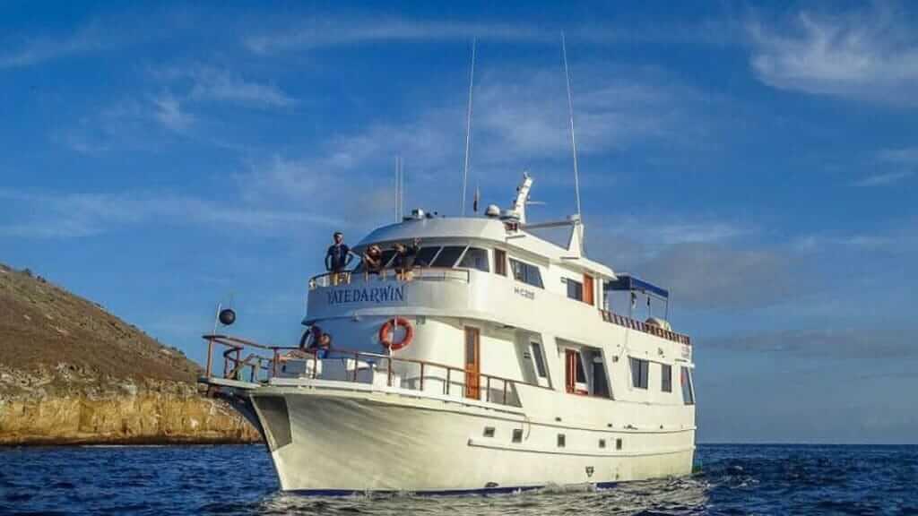 darwin cruise galapagos islands