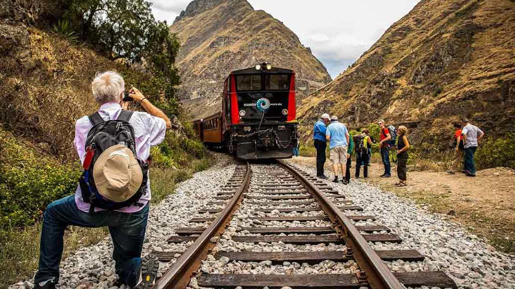 tourists enjoy the devils nose train ecuador
