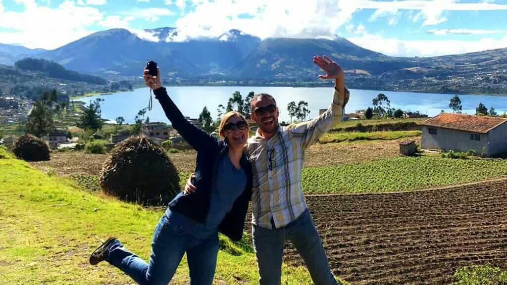 ecuador honeymooncouple in ecuadoro andes san pablo lake otavalo