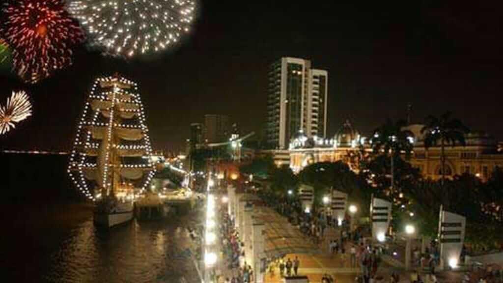fireworks to celebrate ecuador new years