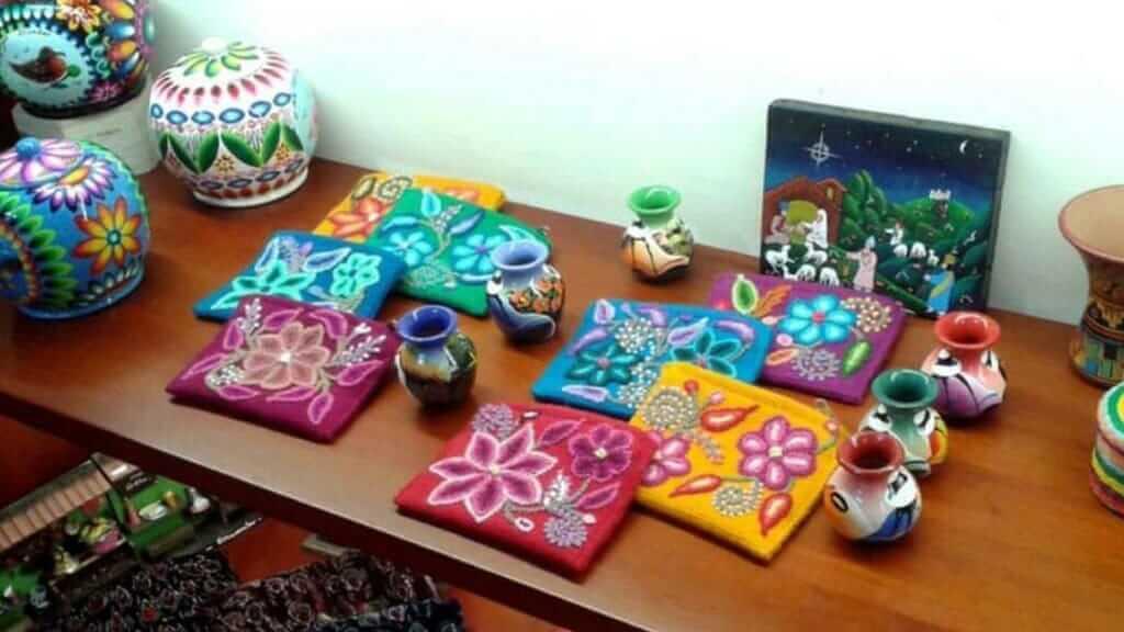 maki art gallery in puerto ayora town galapagos islands