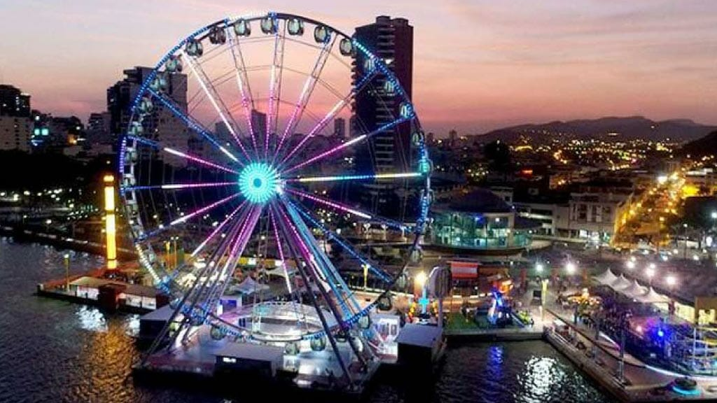 malecon2000 big wheel - one of the best things to do in guayaquil ecuador