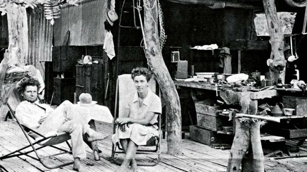 the galapagos affair - ritter and strauch sitting together