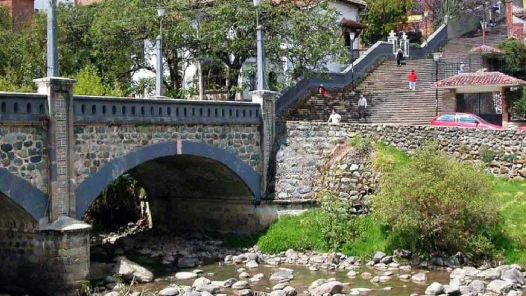 a bridge crossing the tomebamba river in cuenca ecuador