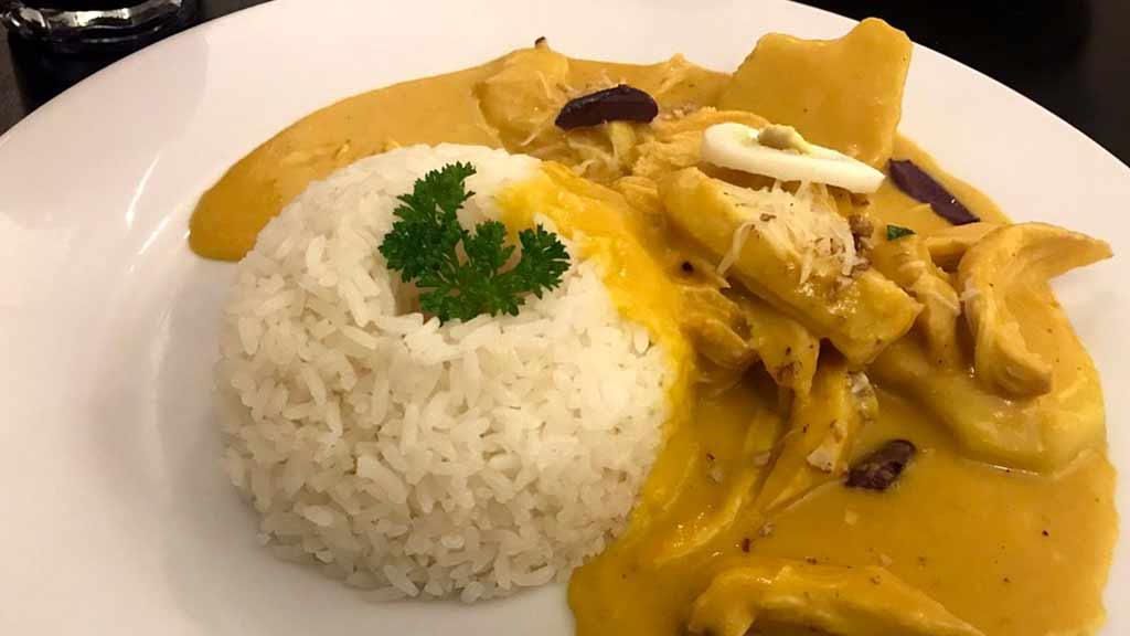 traditional peruvian food - aji de gallina