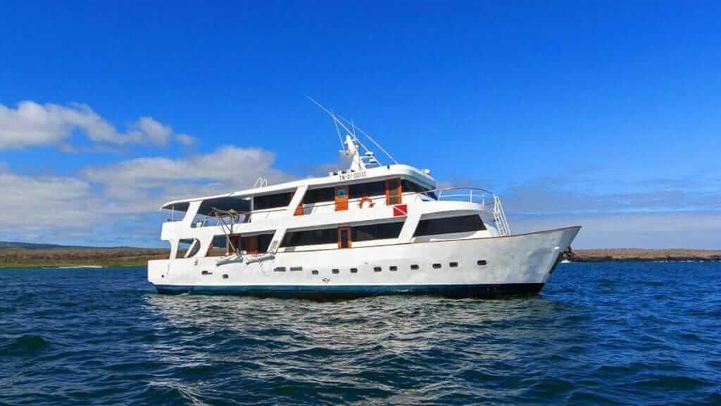 aqua-yacht-galapagos-cruises