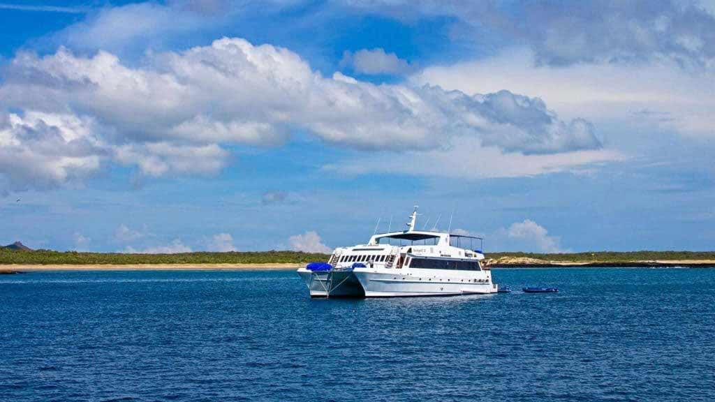 archipel-catamaran-in-galapagos-islands-ecuador