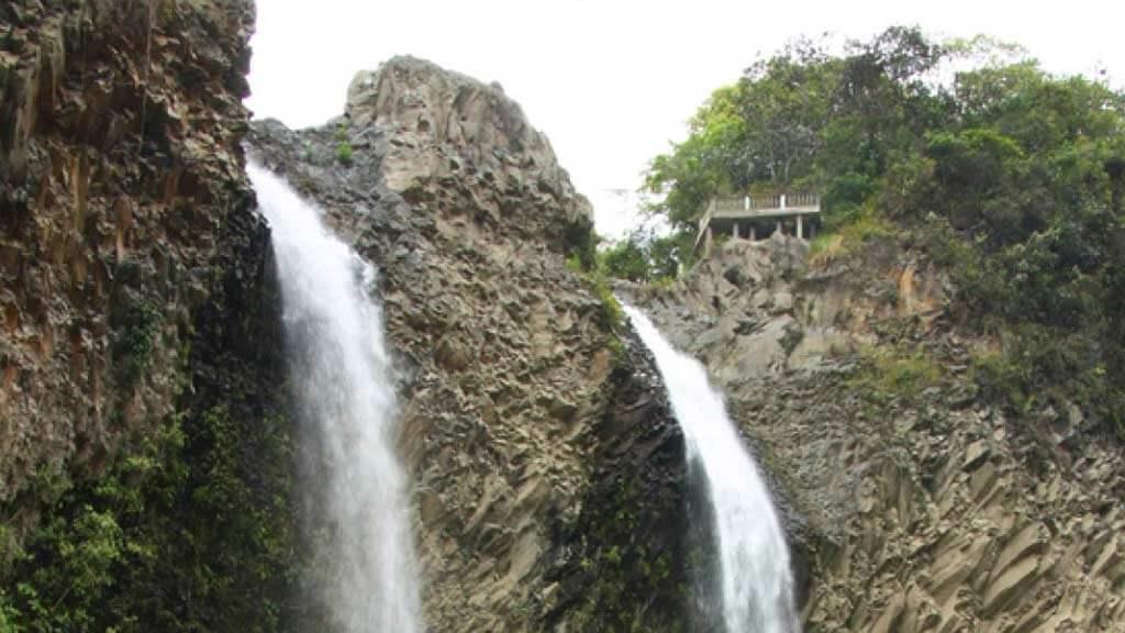 baños-waterfall-ecuador