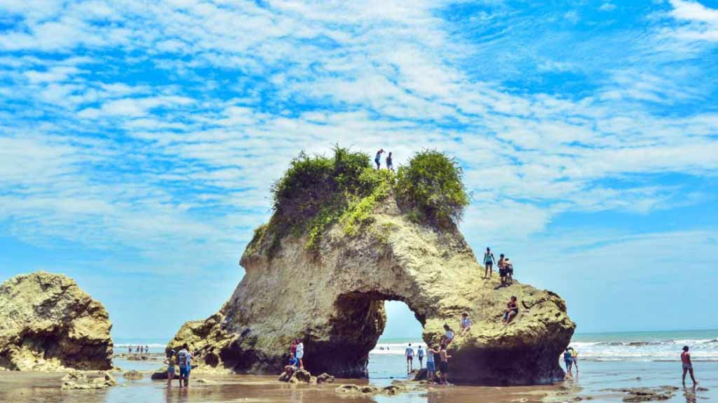 beaches-in-manabi-province