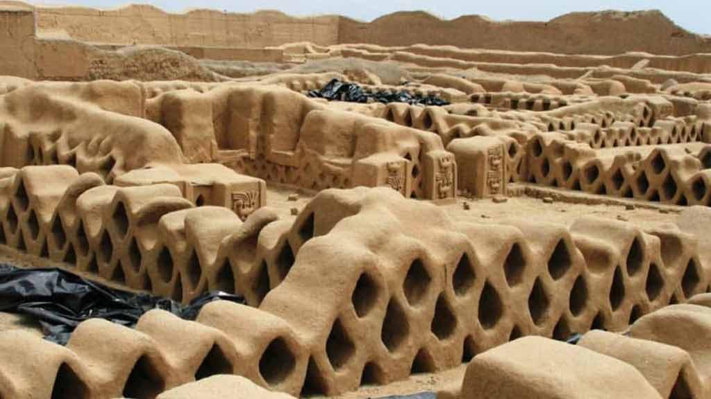 chan-chan-ancient-ruins-peru