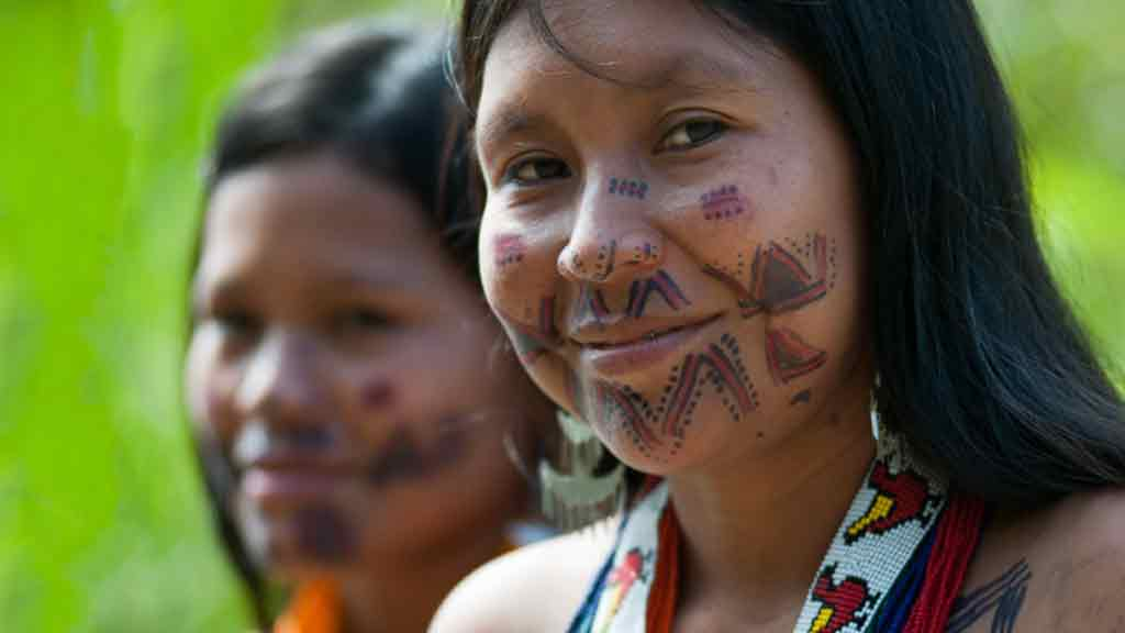 colombia indigenous women with painted faces