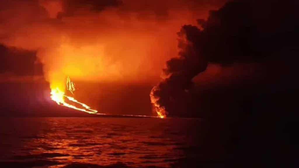 Galapagos islands volcanoes: La Cumbre eruption in 2018 on Fernandina island
