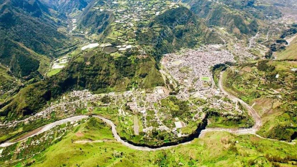 banos-ecuador-panoramic-view