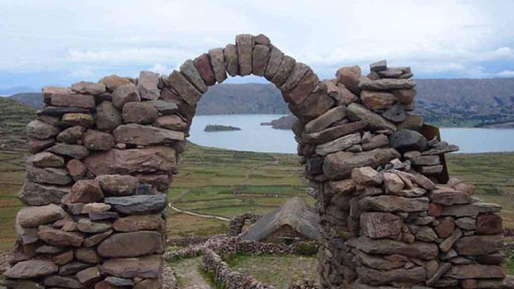 temple-pachamama-temple-pachatata-ancient-ruins-peru