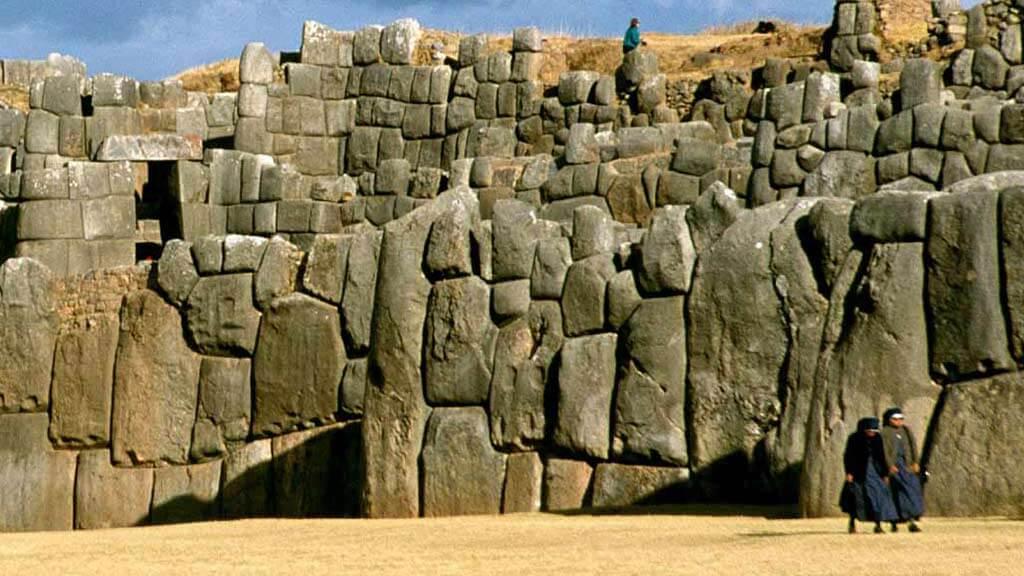 sacsayhuaman ruins cusco peru